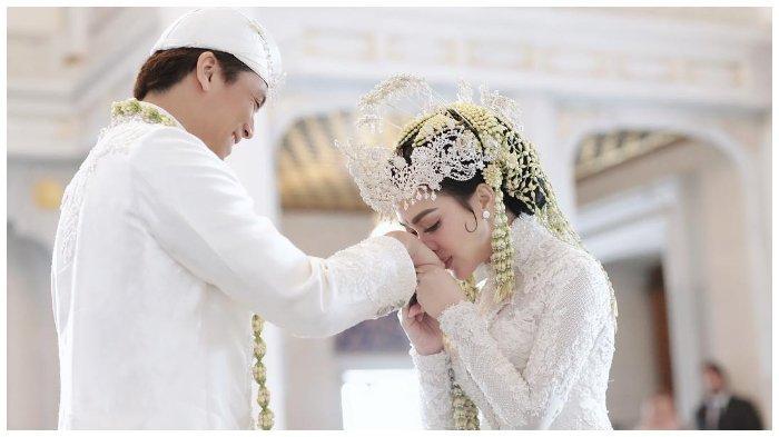 Pasangan Selebriti Indonesia, Syahrini dan Reino Barack.
