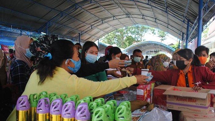 Pengunjung Berdesakan di Pasar Murah Disperindag Sulteng, Satgas Covid-19 Siaga