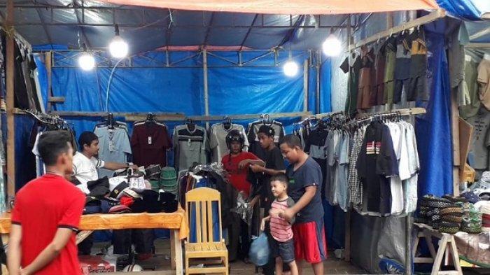 Pasar Ramadan di Luwuk Mulai Ramai Dikunjungi Warga, Tersedia Berbagai Macam Pakaian Muslim