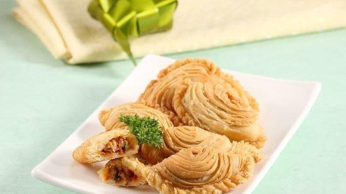 5 Menu Takjil Rekomendasi:Berikut Resep, Bahan, dan Cara Membuatnya - pastel-lapis-isi-ayam-jamur-cabai-kering.jpg