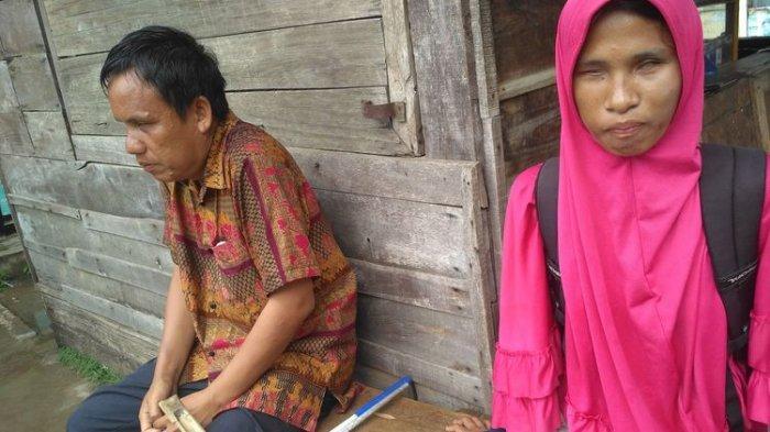 Kisah Pasutri Tunanetra Penjual Kerupuk di Lampung: Tiap Berantem Istri Luluh dengan Cokelat