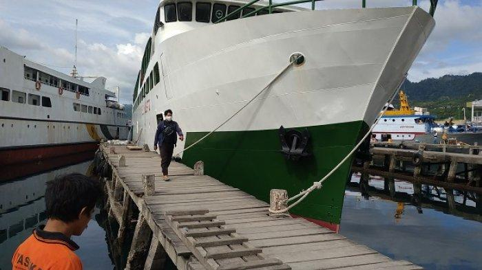 Pelabuhan Banggai di Jl Jenderal Ahmad Yani, Kecamatan Luwuk, Kabupaten Banggai, Sulawesi Tengah, dipadati calon penumpang, Minggu (28/3/2021).