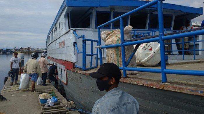 Pelabuhan Banggai di Jl Jenderal Ahmad Yani, Kecamatan Luwuk, Kabupaten Banggai, Sulawesi Tengah