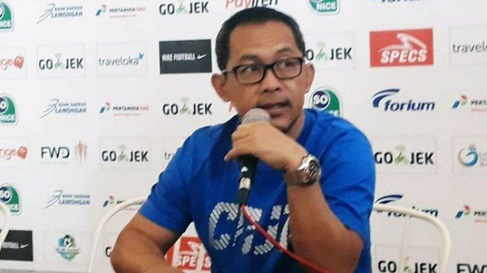 Bantah Ada Main Mata Lawan Sulut United, Aji Santoso: Kami Tetap Fight tapi Tetap Kalah