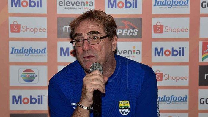 Robert Rene Alberts Rencanakan Rotasi Pemain Jelang Laga Persib Bandung Vs Bhayangkara FC