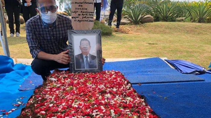Murad Husain dimakamkan di San Diego Hills Al-Azhar, Kabupaten Karawang, Jawa Barat, Rabu (18/8/2021) sekitar pukul 10.30 WIB.
