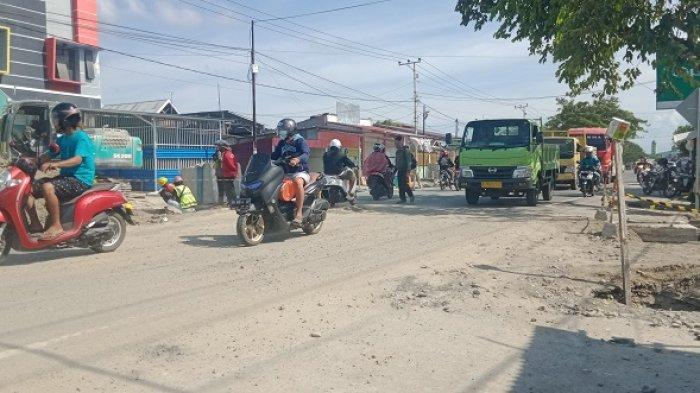 Ada Pekerjaan Gorong-gorong di Jl RE Martadinata Palu, Lalu Lintas Terganggu