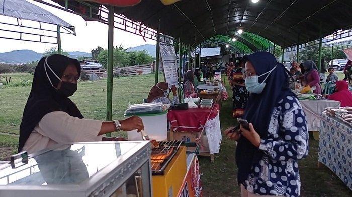 Penyintas Gempa dan Likuefaksi Jualan Takjil di Pasar Ramadan Huntara Petobo
