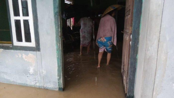 FOTO: Begini Kondisi Pemukiman Warga Balantak Selatan yang Terendam Pasca Diguyur Hujan Lebat - pemukiman-warga-di-kecamatan-balantak-selatan-kabupaten-banggai-terendam-banjir-2.jpg