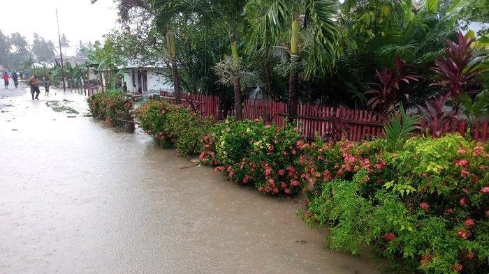 FOTO: Begini Kondisi Pemukiman Warga Balantak Selatan yang Terendam Pasca Diguyur Hujan Lebat - pemukiman-warga-di-kecamatan-balantak-selatan-kabupaten-banggai-terendam-banjir-3.jpg
