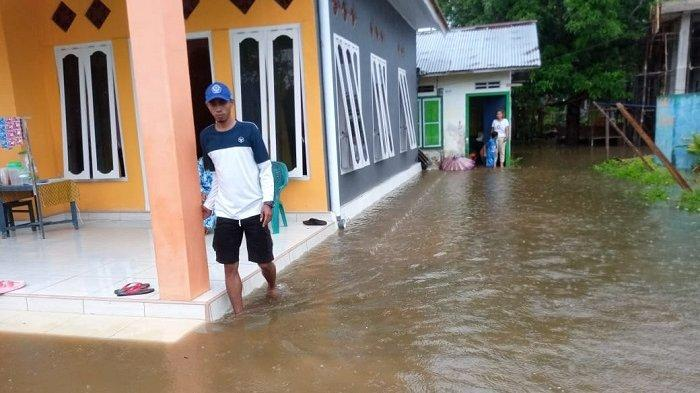FOTO: Begini Kondisi Pemukiman Warga Balantak Selatan yang Terendam Pasca Diguyur Hujan Lebat - pemukiman-warga-di-kecamatan-balantak-selatan-kabupaten-banggai-terendam-banjir-4.jpg