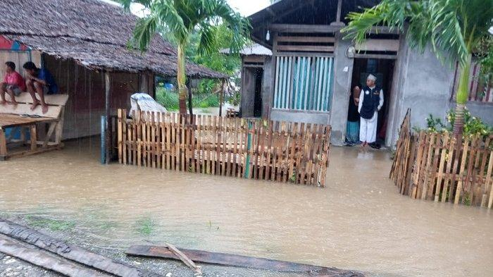 FOTO: Begini Kondisi Pemukiman Warga Balantak Selatan yang Terendam Pasca Diguyur Hujan Lebat - pemukiman-warga-di-kecamatan-balantak-selatan-kabupaten-banggai-terendam-banjir-5.jpg