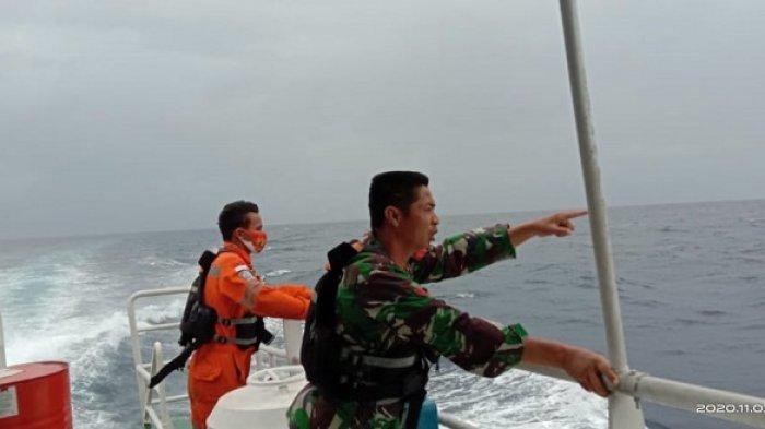 Tim gabungan Pencarian dan Pertolongan Palu, Sulawesi Tengah, masih mencari empat korban yang tenggelam bersama calon independent Wakil Bupati Banggai Laut Asgar Badalia, Selasa (3/11/2020).
