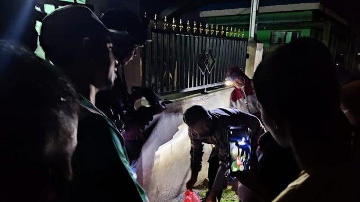 Warga Kelurahan Kabonena digegerkan dengan penemuan bayi terbungkus kantong plastik di Jl Buvu Kulu, Kecamatan Ulujadi, Kota Palu, Sulawesi Tengah, Minggu (5/9/2021) malam.