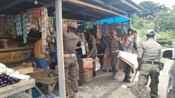 Lapak Pedagang Bandel di Jl Sapta Marga Birobuli Selatan Dibongkar Satpol PP