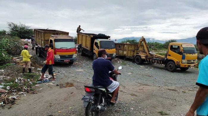 Menuju Palu Adipura, Kabid di DLH Palu Awasi Petugas Bersihkan Sampah di Lingkungan Warga