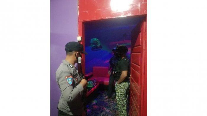 Penggerebekan tempat karaoke di Desa Sari Buana, Kecamatan Toili, Kabupaten Banggai, Sulawesi Tengah oleh Polsek Toili