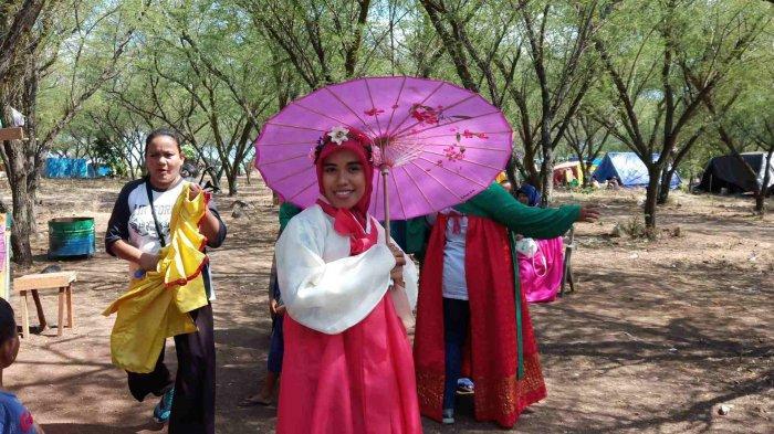 Palu Hari Ini: Foto Dengan Kostum Hanbok Korea Digemari Pengunjung Hutan Kota Kaombona