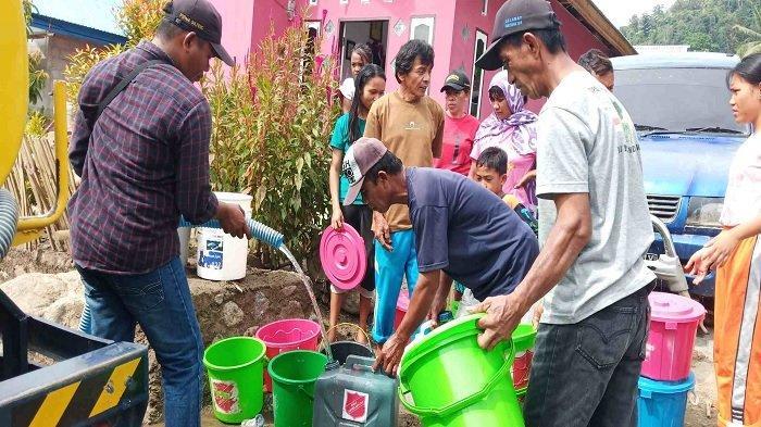 Warga Korban Banjir Bandang di Kabupaten Sigi Dapat Suplai Air Bersih