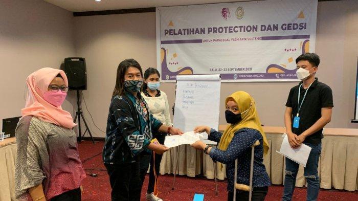 35 Paralegal Terima SK dan Kartu Identitas, Dampingi Korban Kekerasan Berbasis Gender di 5 Wilayah