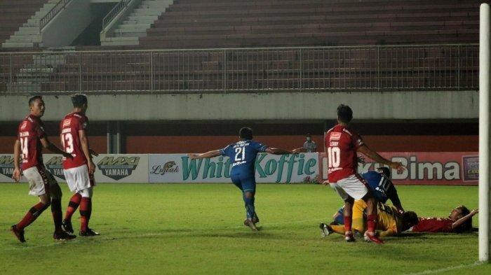 Ungkap Alasan Persib Tak Mampu Taklukan 10 Pemain, Robert Alberts: Bali United Menumpuk Pemainnya