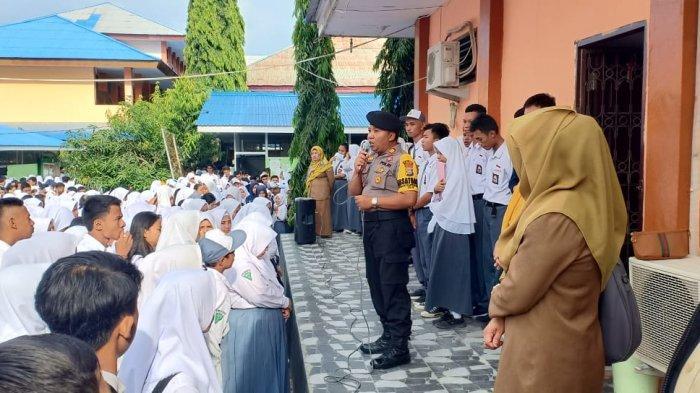 Polisi Serentak Jadi Inspektur Upacara Bendera di Sekolah, Imbau Pelajar Tidak Ikut Demo