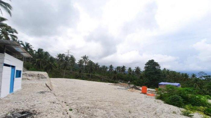 Perumahan Syariah Bumi Madani Asri di Kelurahan Maahas, Kecamatan Luwuk Selatan, Kabupaten Banggai, Sulawesi Tengah, mulai ditumbuhi tanaman liar.