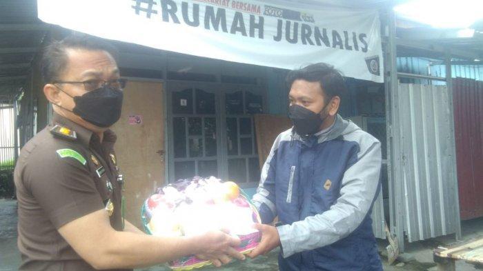 Kejati Sulteng Bantu Jurnalis Terpapar Covid-19 di Palu