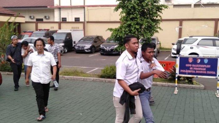 Dihalangi untuk Berangkat Demo ke DPR, Kelompok Pelajar di Bogor Rusak 1 Unit Mobil Polisi