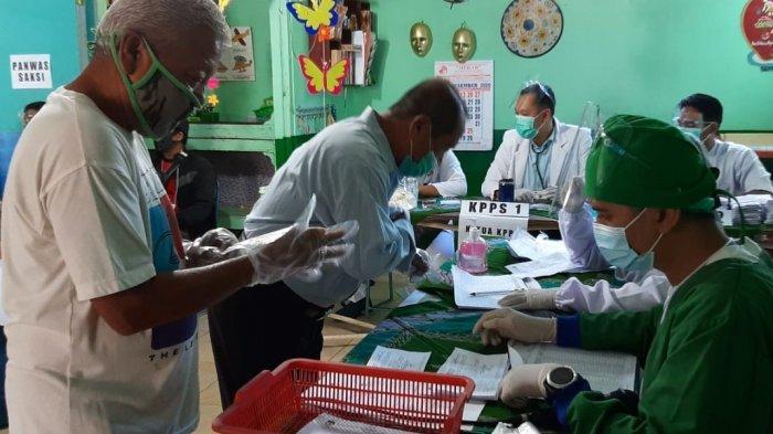 Uniknya Petugas KPPS di Ambarketawang Kenakan Seragam Tenaga Medis, Apresiasi untuk Tenaga Kesehatan