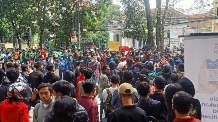 Kronologi Penyusup Berbaju Hitam Ditangkap Saat Demo Tolak PPKM, Bawa Bom Hingga Rusak Fasilitas