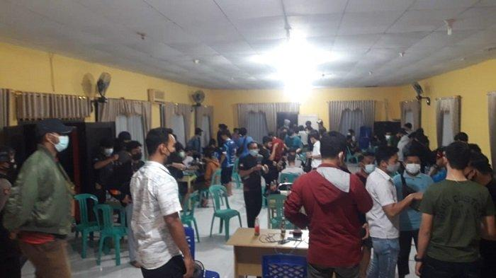Polisi Bubarkan Turnamen Game Online di Kantor Camat Luwuk karena Langgar Prokes