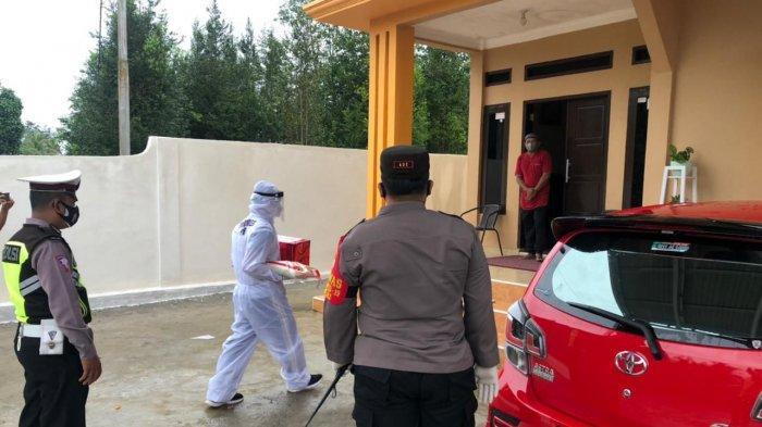 Polres Morut Berikan Bansos ke Warga dan Polisi Terdampak Pandemi Covid-19