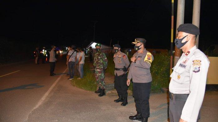 Cegah Takbir Keliling Iduladha, Kapolres Morut Gelar Patroli dan Bagikan Masker Gratis