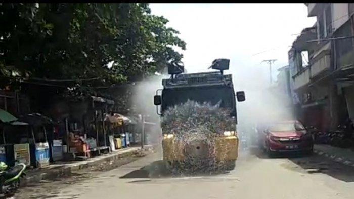 Putus Mata Rantai Covid-19, Polres Palu Kembali Sebar Cairan Disinfektan di Penjuru Kota