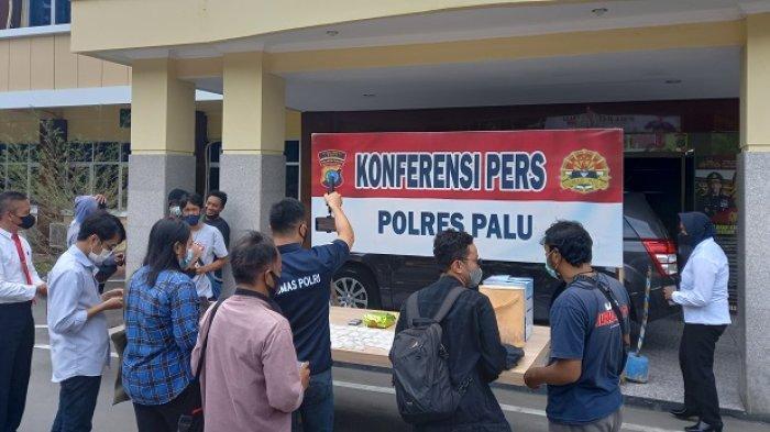 Polisi Publis Tampang Dua Terduga Pengedar Sabu yang Digerebek di Perumahan Lapas Palu