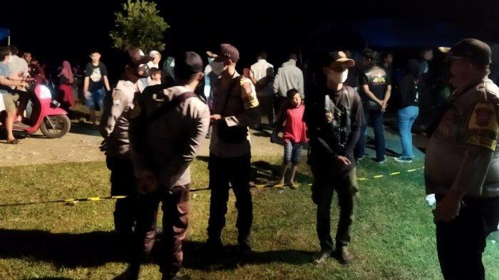 Polsek Biau membubarkan konser musik di kawasan wisata Pantai Maninang, Kelurahan Kampung Bugis, Kecamatan Biau, Kabupaten Buol, Sulteng, Minggu (10/10/2021) malam.