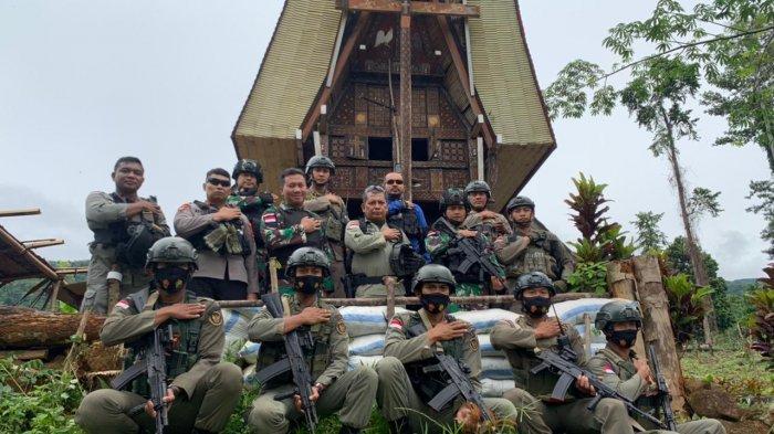 Tunggangi Trail Cek Posko Operasi Madago Raya, Kapolda Sulteng Memasak Hingga Coba Dipan Pasukan