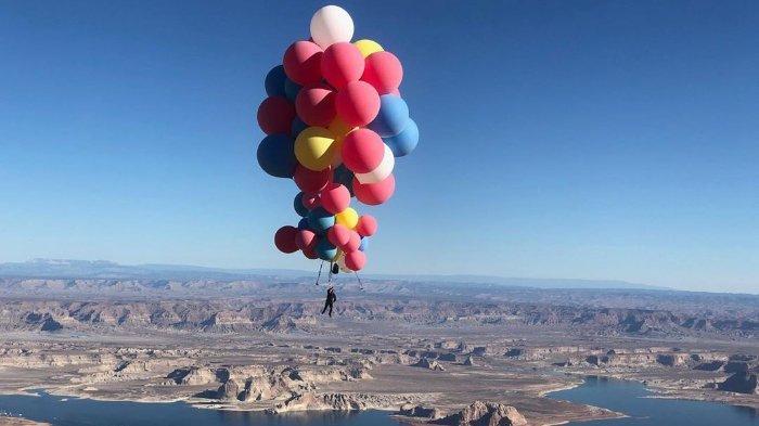 Terinspirasi Film, Pesulap Asal AS Lakukan Aksi Menantang: Terbang Menggunakan Puluhan Balon