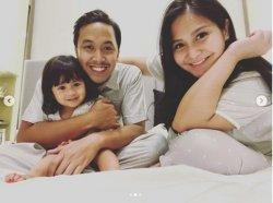 Lahirkan Anak Kedua, Caca Tengker Tuliskan Pesan Ini untuk Keluarga: Proud to be a Family of Four