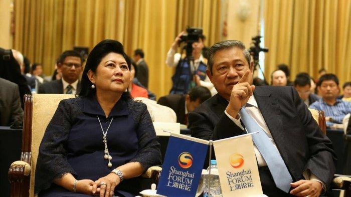Seakan Ekspresikan Rindu pada sang Nenek, Gayatri Putri Cilik Ibas Peluk Erat Nisan Ani Yudhoyono