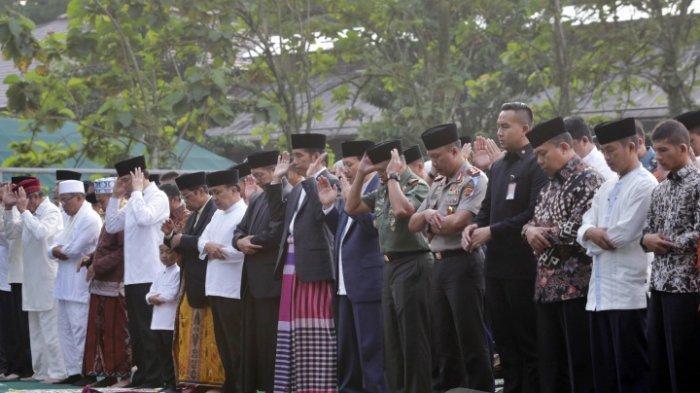 Tidak di Masjid Istiqlal, Jokowi Pilih Shalat Id di Masjid Kampung