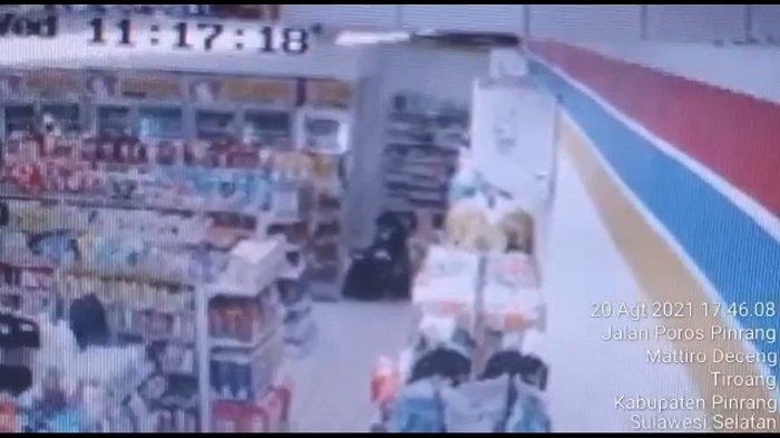 Pria Asal Parepare Terekam CCTV Curi Minyak Goreng dan Susu Formula di Minimarket Pinrang
