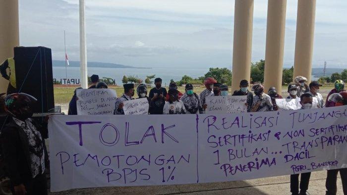 Demo PGRI di Kantor Bupati Bangkep Tuntut Pembayaran Sertifikasi Guru