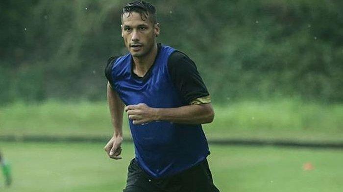 Raphael Maitimo Ungkap Alasan Pernah Tinggalkan PSM Makassar Lalu ke Persib, Mengaku Ada Teror