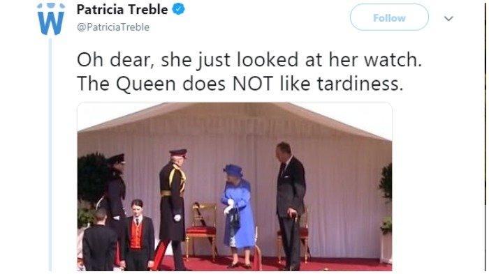 Ratu Elizabeth II mengecek jam tangan saat Donald Trump belum tampak hadir pada lawatannya 13 Juli 2018 lalu.