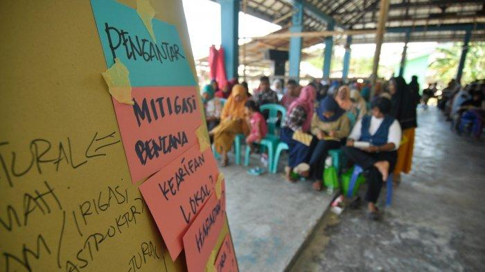 Para Ibu Rumah Tangga di Desa Rogo Sigi Ikuti Pelatihan Mitigasi Bencana Berbasis Kearifan Lokal