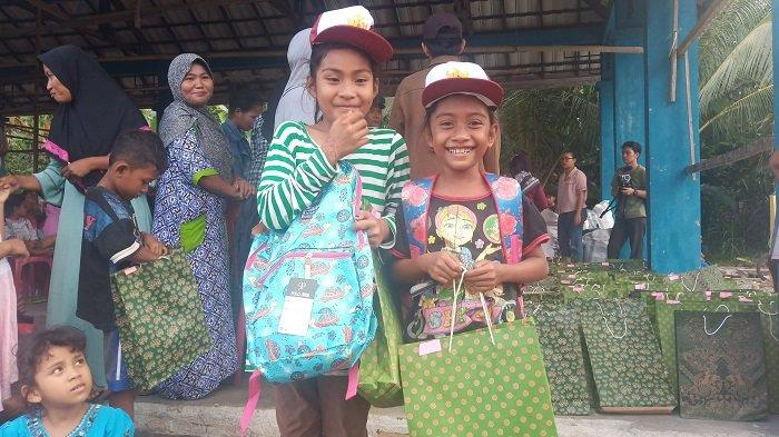 Walhi Salurkan Ratusan Paket Perlengkapan Sekolah untuk Warga di Sigi