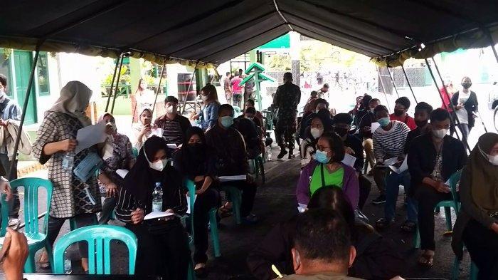 Ratusan Warga Serbu Vaksinasi Massal di Kodim 1306 Donggala