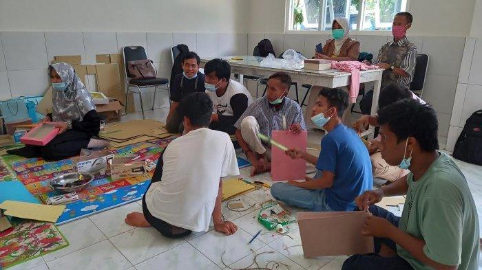 Bina 25 Anak Disabilitas Intelektual, Balai Rehabilitasi Sosial Palu Bekali Kerajinan Tangan